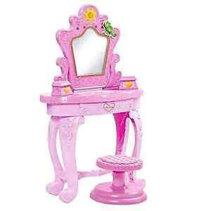 Disney Tangled Featuring Rapunzel Vanity Playset / Vanite