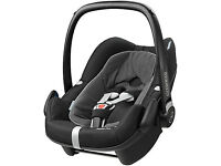 Maxi Cosi - Pebble Plus Car Seat + 2wayfix Iso base 10 months old