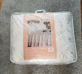 BRAND NEW RETRO PACKAGED IVORY SILKY VALANCE DOUBLE BED SET NEW 💖