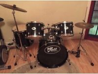 Full drum kit. Including stool. Fantastic condition