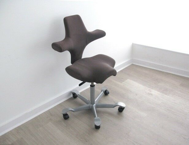 A Capisco 8106 posture office chair by Hag