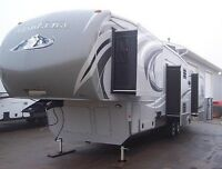 REDUCED REDUCED - 2014 Montana High Country - 338DB Deluxe Model