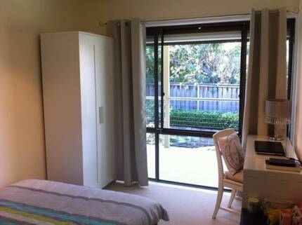 Fully Furnished Room with Internet - Close to Beach and Transport