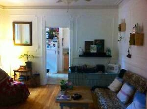 $560 Beatiful Plateau room in 5 1/2 - available June