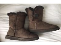 Brown ugg boots UK size 4.