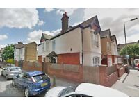 4 Bedroom End Terrace House-Private Large Garden-3 Bathrooms-1 mins walk from Tooting Broadway