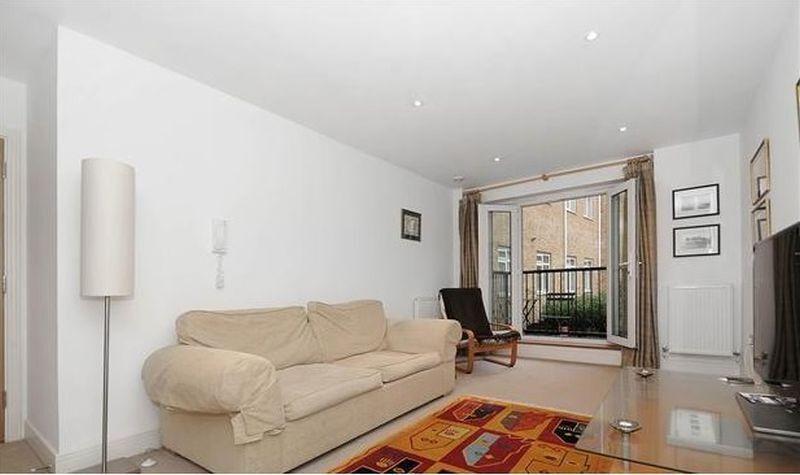 1 bedroom flat in The Courtyard, Clerkenwell, EC1V