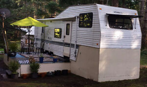 Well maintained 29.5' Fleetwood Wilderness 5th Wheel