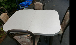 NEEDS TO GO TODAY!Kitchen set with 4 metal chairs and glass top