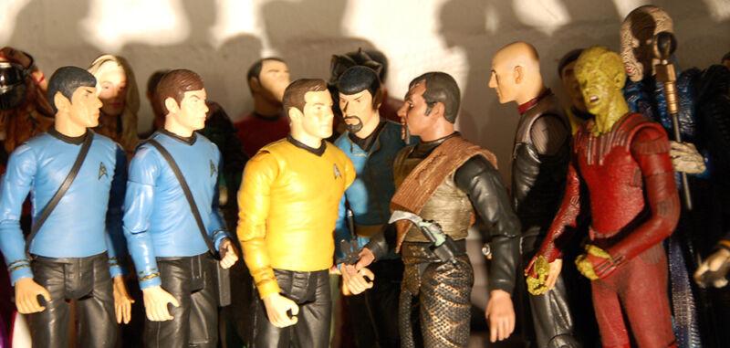 """Bahro ist bekennender """"Trekkie"""": Bei ihm stehen """"Star Trek""""-Figuren unterschiedlicher Generationen. (© Wolfgang Bahro)"""