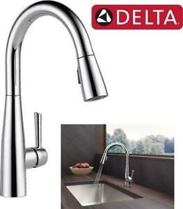 DELTA CHROME SINGLE HANDLE PULL-DOWN KITCHEN FAUCET WITH TOUCH CLEAN SPRAY HEAD