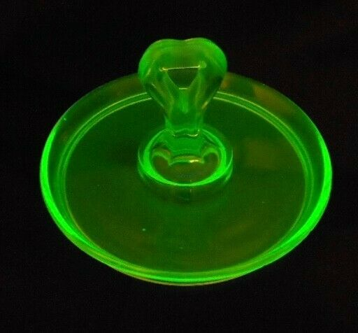 GREEN DEPRESSION GLASS VINTAGE CANDY TRINKET DISH TRAY VALENTINE GIFT HEART SHOT