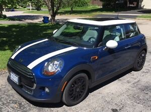 Loaded 2016 MINI Cooper w light grey leather interior 4200km