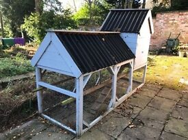 Chicken coop, very large coop, up to 8 chickens, 3 metres in length and quite tall.