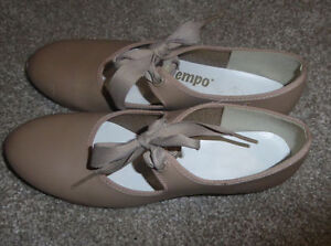 Tap dance shoes sizes 8.5/12.5/13.5/1 to 5, jazz shoes size 4 Kitchener / Waterloo Kitchener Area image 3