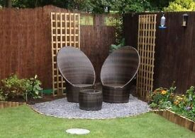 2 rattan love seats and table