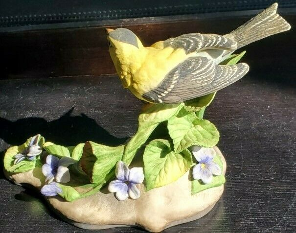 "Boehm Porcelain Birds  "" American Goldfinch """