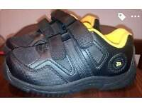 JCB shoes boys 9 uk size is new +free coat 8 years