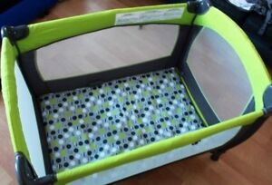 Playpen Greco like new with thick mattress