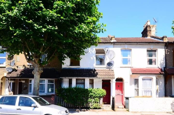 Stunning spacious fully furnished five bedroom house in Stratford, E15