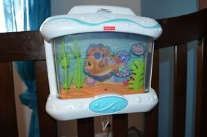 Aquarium Fisher-Price pour bassinette / lit de bébé