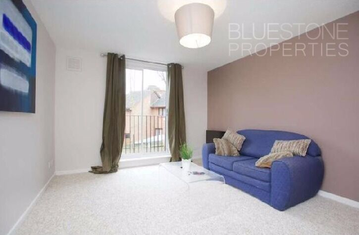 LOCATION!! ONE DOUBLE BEDROOM FLAT WITH PARKING SPACE -AVAILABLE 2ND OF JUNE