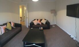 Double room just off Dalry road by Haymarket