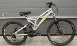 2004 Norco 4by 2.0 Full Suspension Bike Size S 15""