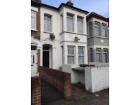 2 Bed Flat near Plaistow tube with large lounge