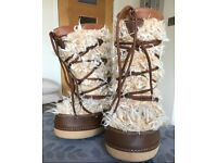 Cream/Tan Lace up Fluffy Snow Boot - Size 5 - 7