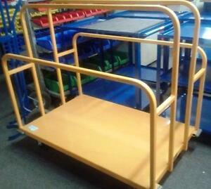 Chariot matériaux en metal manutention magasin