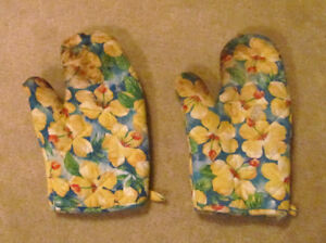 Used Oven Mitts In Good Condition