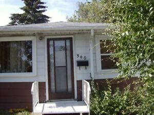 - @@@ Renovated 2-Bedroom House in Highland Park @@@