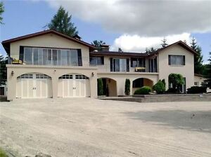 COUNTRY RETREAT 5000 SQFT HOME WITH BEAUTIFUL LANDSCAP(3491408)
