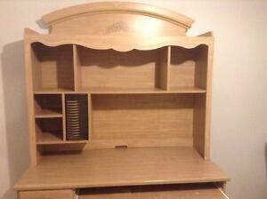 Ensemble lit, commode et bureau en bois clair Gatineau Ottawa / Gatineau Area image 6