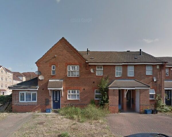 Large 4 Bedroom House to rent in Bluebell Way, Ilford... IG1
