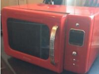 Microwave red Daewoo retro microwave