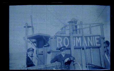 """2,Matelots sur le pont d'un bateau """"Roumanie"""" - Ancien négatif Photo"""