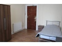 Bedsit available in Charlton 60 pounds per week no deposit