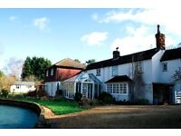 Choice of large double rooms in a gorgeous house near Farnham for one housemate or a couple