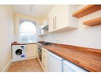 2 bedroom flat in Westbere Road, West Hampstead