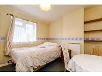 GROVE PARK - Well Presented double Room in a professional house share.