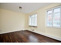 Modern 3 double bed, wood floors, bright neutral decor, PERFECT for STUDENTS