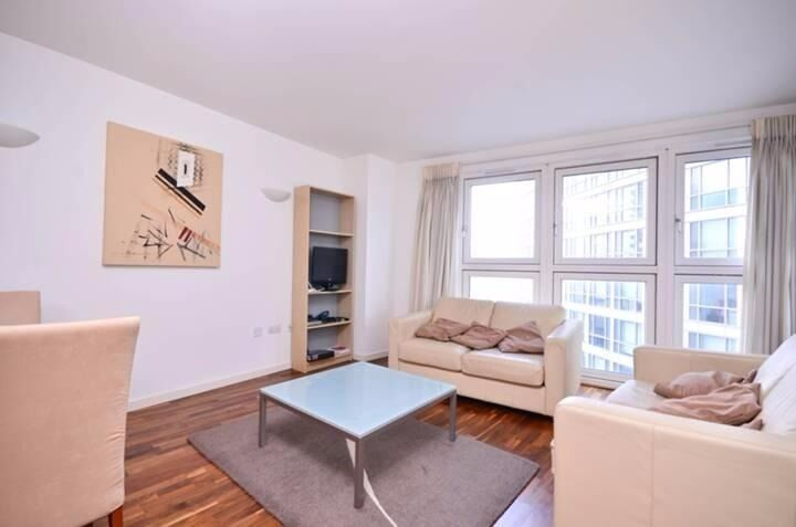 ***Stunning Modern 1 Bedroom Apartment in New Providence Wharf E14***