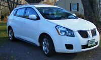 2009 Pontiac Vibe solid colour Hatchback