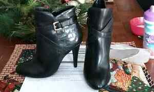 Brand new never worn le chateau boots