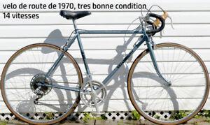 """velo de route de 1970, tres bonne condition, 20"""" cadre"""