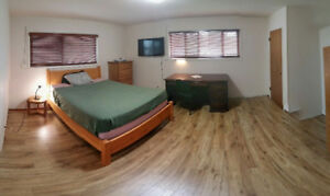 Great Room Close to UVic with TV: Female