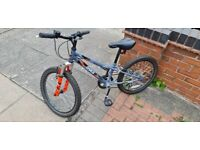 KIDS BIKE SUITABLE FOR AGES 4 - 8 YEARS OLD (maybe 3 and 9 year olds too?)