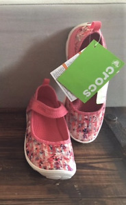 Crocs sandals for girls! size 2 - brand new, tag on!